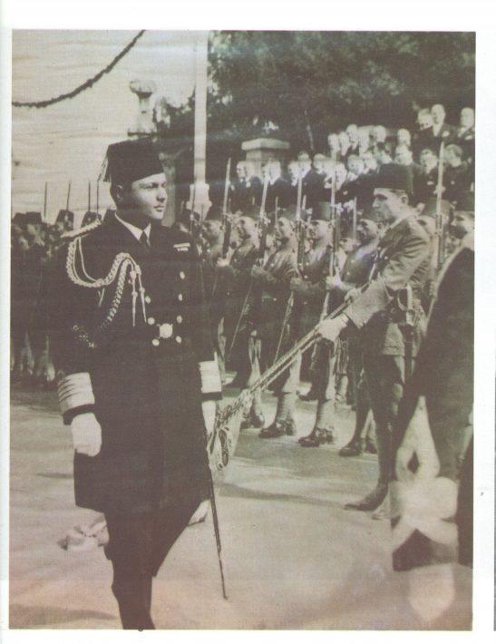 الملك فاروق بالزي العسكري