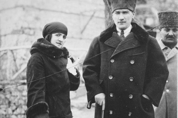 مصطفى كمال أتاتورك وزوجته لطيفة