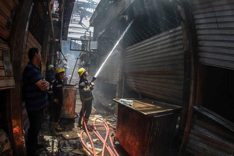 حريق العتبة - تصوير سامح ابو حسن