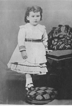جيرترود بيل في سن الثالثة، عام 1871