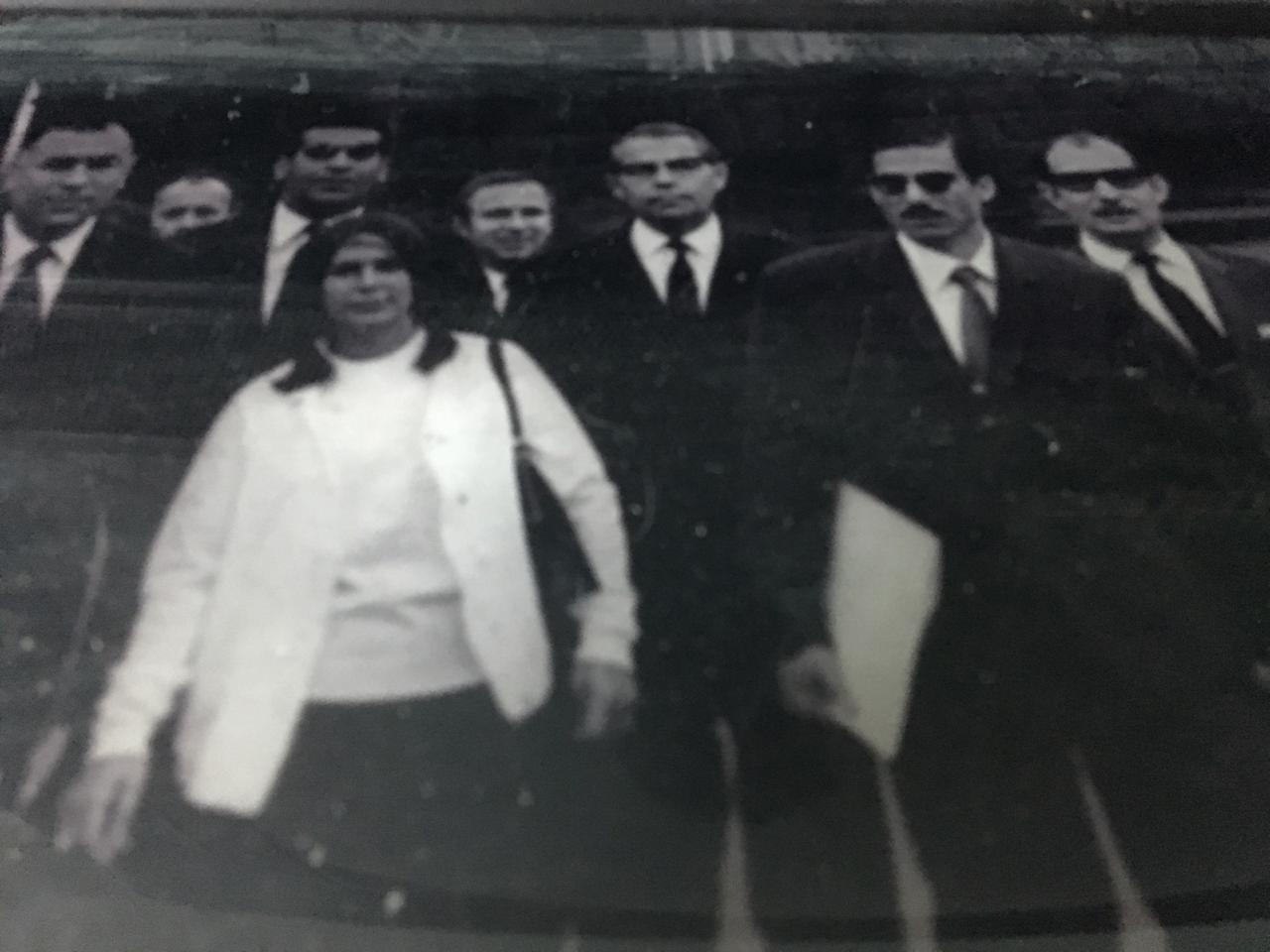شفيع في رحلة إلى ألمانيا شرقية صحبة وفد من الاتحاد الاشتراكي واشتراكيين ألمان، وهي مرحلة ألتزم صاحب الفاتحة للشيخ حسٰنين بالصمت تجاهها.