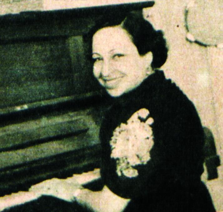 حياة محمد تعزف على البيانو، أرشيف عامر ندروس
