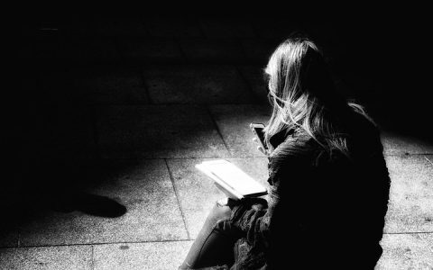 العزل الذاتي والضغط النفسي