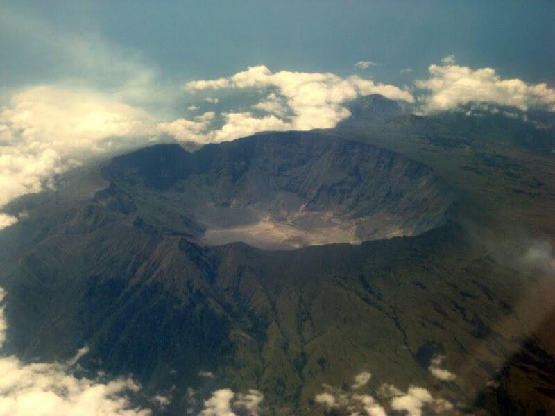 صورة لفوهة بركان تمبورا – المصدر: Volcanogeek